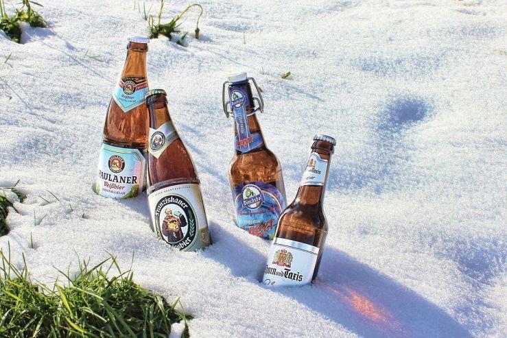 Снежный бар: австриец предложил хранить пиво в сугробе
