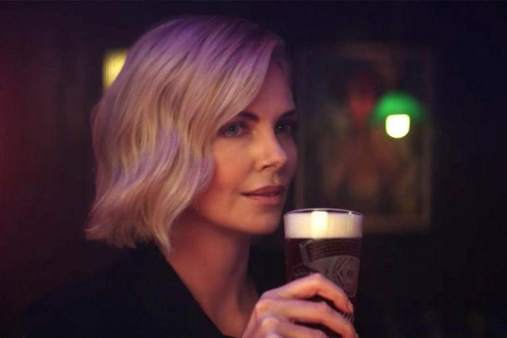 Budweiser покажет на «Оскаре» рекламу с Шарлиз Терон