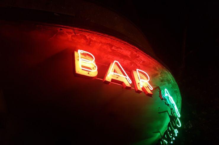 Профильный комитет Госдумы поддержал законопроект об ограничении продажи алкоголя в небольших барах