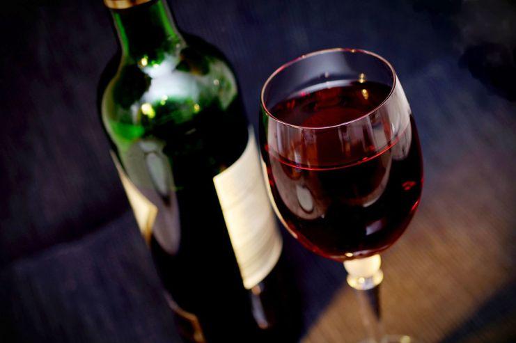 Жители России покупают 10 литров вина вгод— GfK