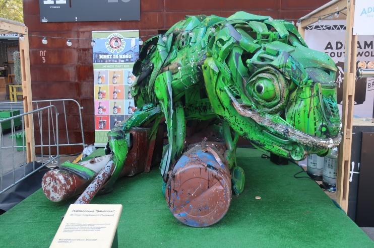 Инсталляция хамелеон на дизайн-заводе «Флакон»