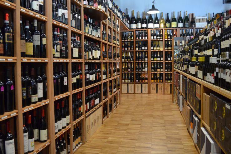 Минпромторг предлагает привести расстояние между школами и точками продажи алкоголя к здравому смыслу