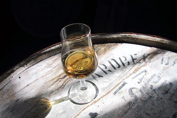 Вакуум-дистилляция: новый тренд в производстве пивного виски